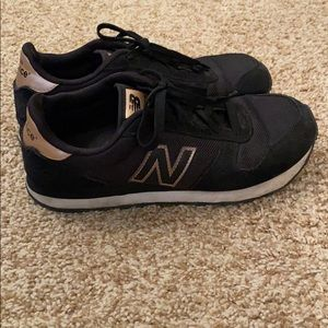New Balance 311 Running Shoes Size 8 Black & Gold